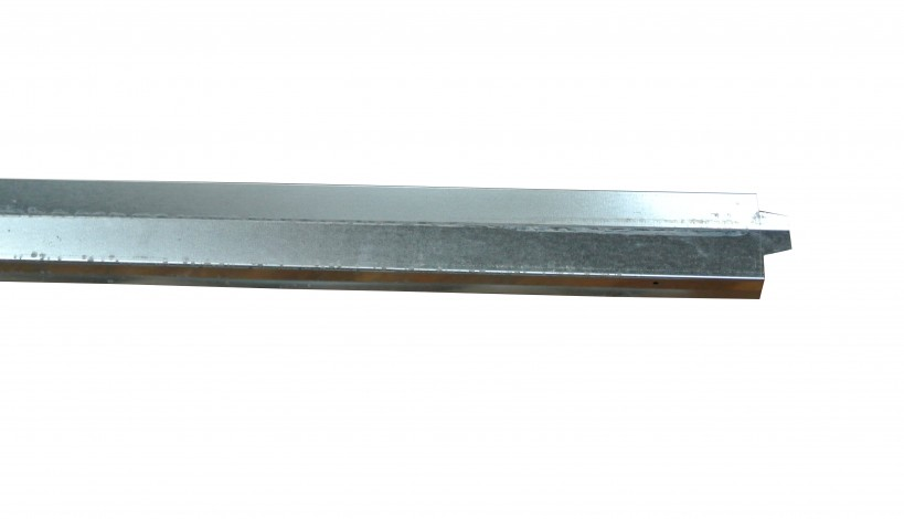 Her ses en 10 mm galvaniseret stålafdækning til Planke, Brædde, ivarplank- og Klinkehegn