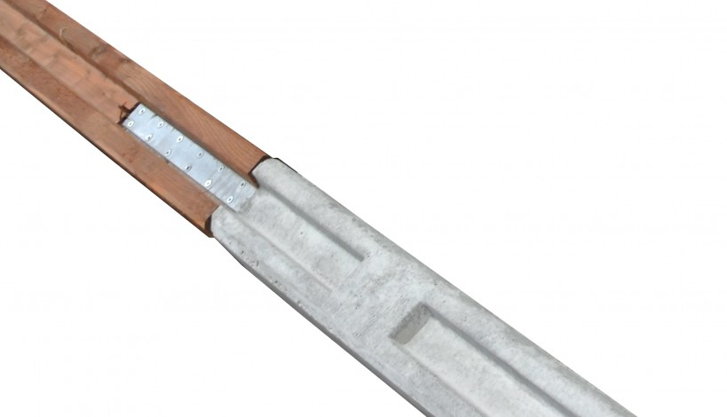En kombistolpe består af en beton stolpebund hvorpå der er monteret en træstolpe i dim. 10 x 12 cm