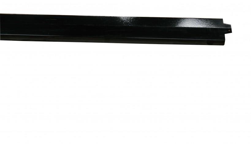 Her vises en sort lakeret stålafdækning som inden lakering er blevet galvaniseret