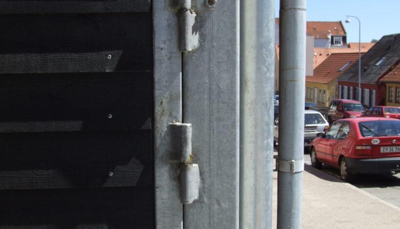 Her ses Type 2 som er fremstillet i RHS stålprofil. Monteret med kraftige hængsler