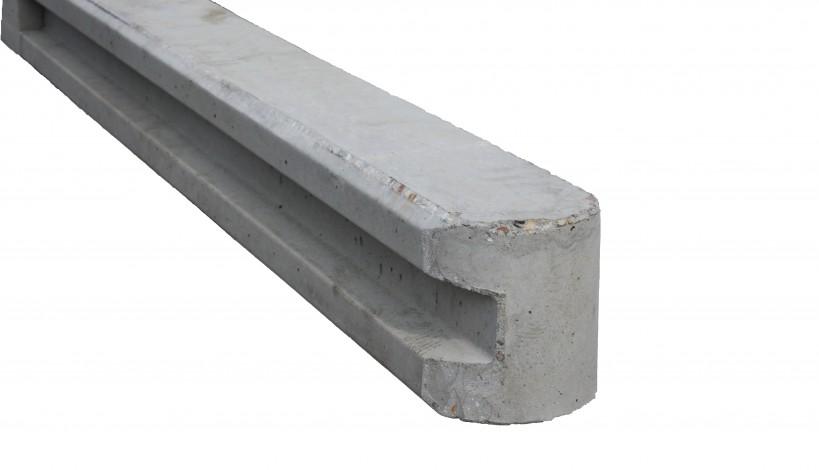 Endehegnsstolpe i beton med not i en side