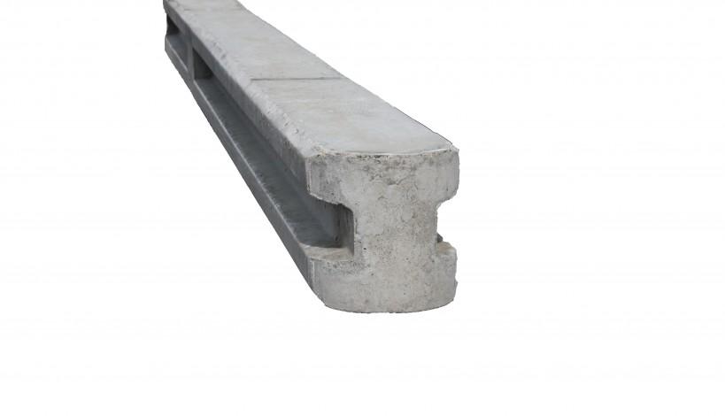 Her ses en beton hegnsstolpe i 13x13 cm
